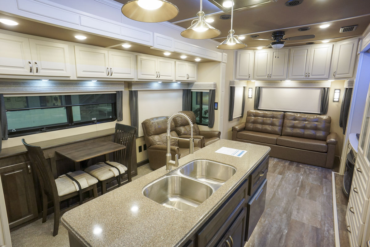 luxury 5th wheel living room