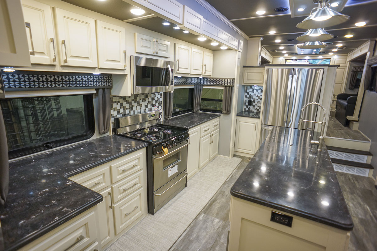 luxury 5th wheel front living